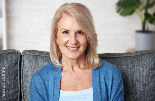 Obraz Beautiful old woman is smiling toothy - fototapety do salonu
