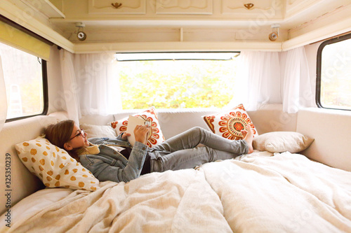 Teenager reading book in caravan Fototapet