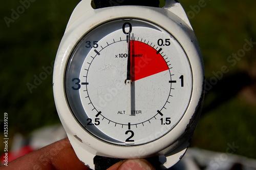 Photo altimeter for parachutist