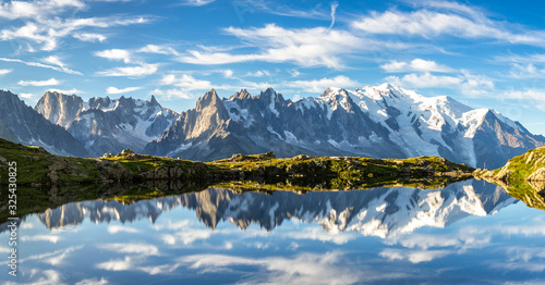 Photo Lac des Cheserys. Mountains by Chamonix Valley, French Alps.