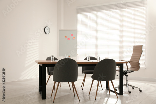 Fototapeta Simple office interior with large table and chairs obraz