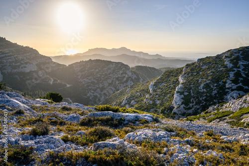 Vászonkép Coucher soleil sur massif des calanques
