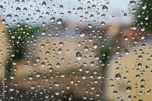 Gouttes d'eau sur la vitre d'une fenêtre Canvas Print