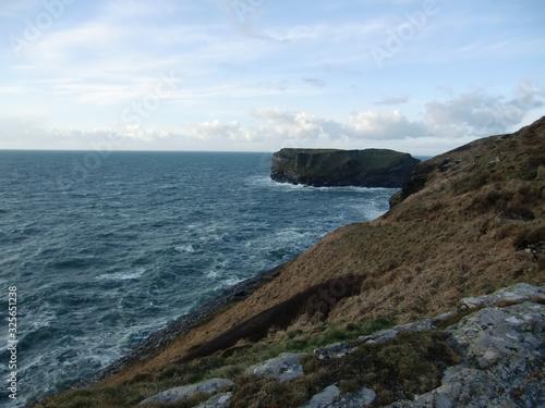 vistas al mar sobre un acantilado