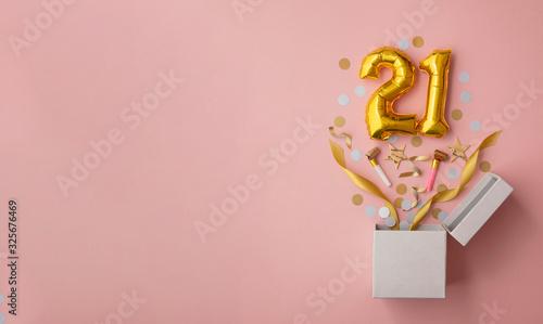 Fotografia Number 21 birthday balloon celebration gift box lay flat explosion
