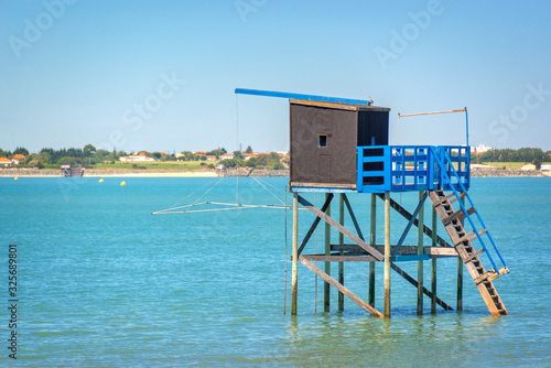 Photo Typical old wooden fishing hut on stilts in the atlantic ocean near La Rochelle,