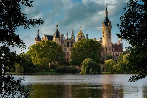Schloss Schwerin im Sommergewandt Canvas Print