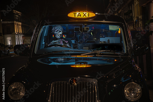 Canvas Print Zombie driving a taxi