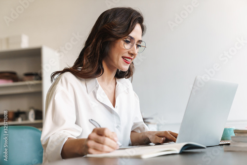 Attractive young brunette businesswoman