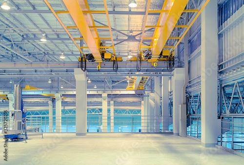 Obraz overhead crane factory - fototapety do salonu
