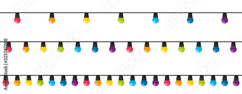 Photo Colorful christmas lights bulbs isolated on white background