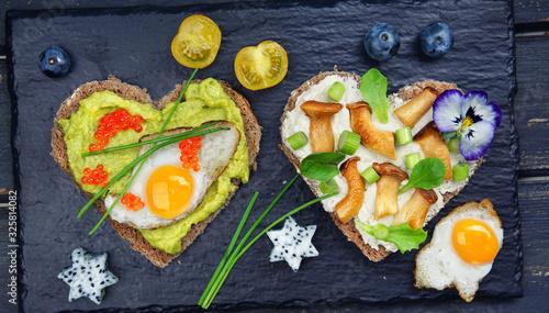 zwei frische Brote Fotobehang