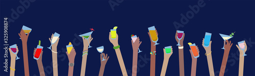 Fotografia Hands with drinks banner of alcohol in glasses celebrate at Party