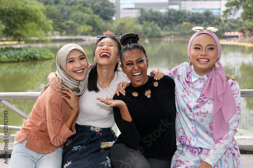 Fotografía Group of woman Malay Chinese Indian Asian outdoor green park lake nature happy l