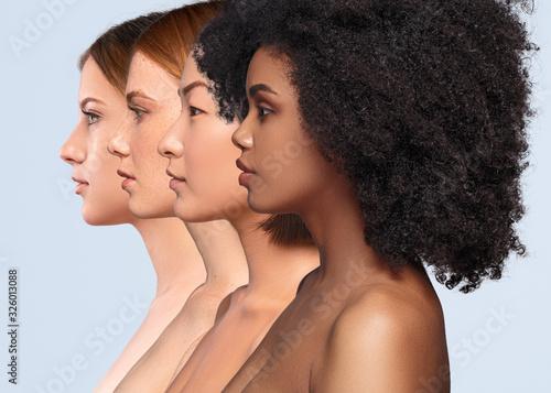 Obraz Beautiful multiracial women with perfect skin - fototapety do salonu