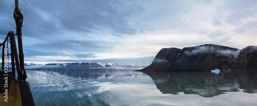 Segelschiff vor Spitsbergen Tapéta, Fotótapéta