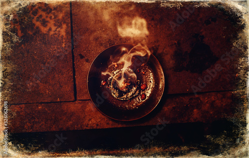 Photo Frankincense burning on a hot coal