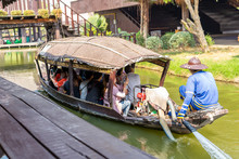Boat Driver Takes Foreign Tourists Ride The Water Pressure Boat Take A Tour Of Ayutthaya Floating Market