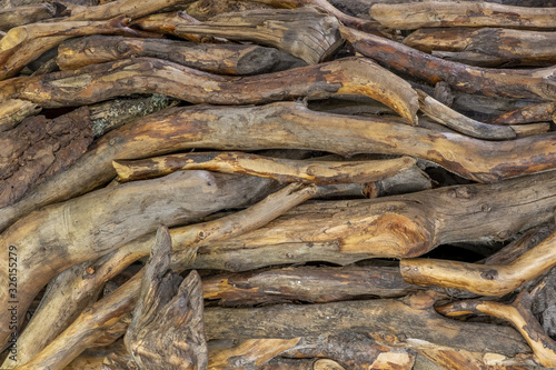 Photo Old wicker fence made of tree branches, background