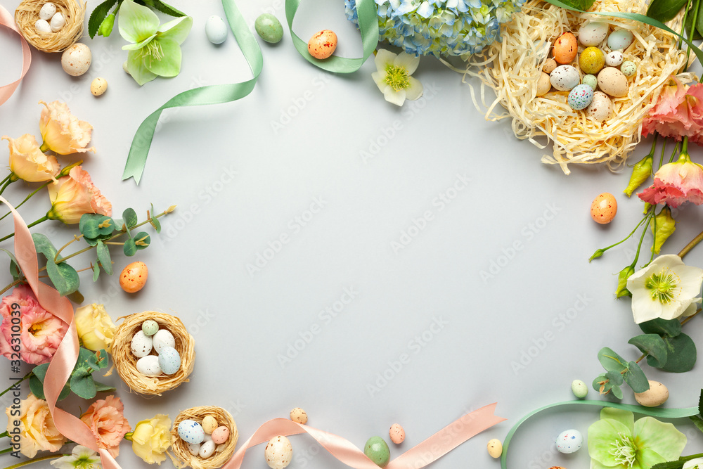 Happy Easter concept with easter eggs in nest and spring flowers. Easter background with copy space. Flat lay <span>plik: #326310039 | autor: Svetlana Kolpakova</span>