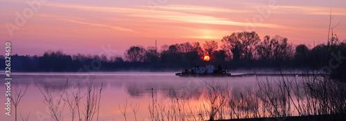 Photo Alba sul fiume Po