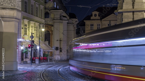 Photo Night view of the illuminated malostranske namesti square timelapse  in prague