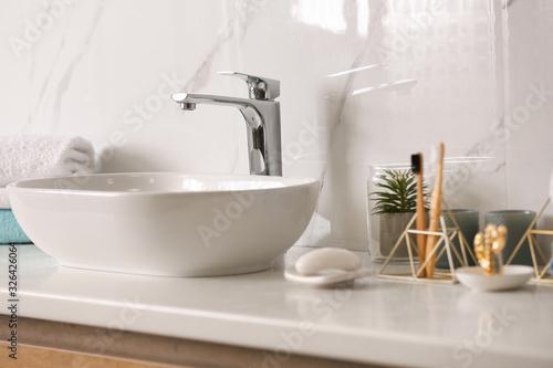 Fotografía Stylish vessel sink on light countertop in modern bathroom