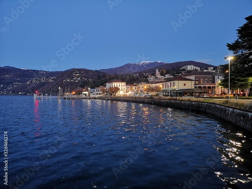 Photo Night landscape of Luino