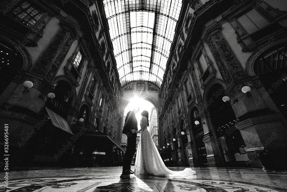 Fototapeta portrait of Gorgeous wedding couple in Italy