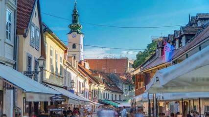 Timelapse ulice ivana racica u glavnom gradu hrvatske zagrebu je ljetnog sunčanog dana. ZAGREB, HRVATSKA