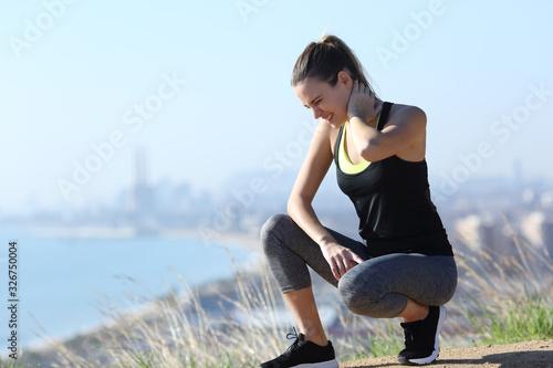 Fotografía Runner suffering neck ache after sport