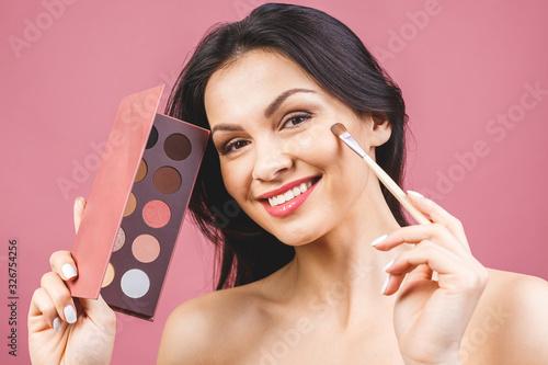 Obraz Eyeshadow applying, makeup for eyes closeup. Female model face with fashion make-up, beauty concept. - fototapety do salonu
