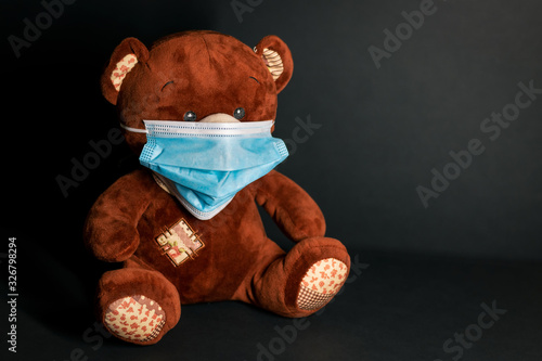 Photo Teddy bear with protective mask