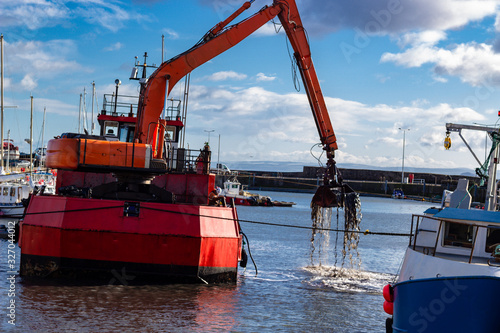 Dredging operation on the Firth of Forth Canvas-taulu