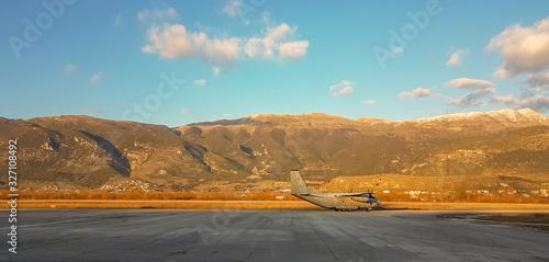 Fotografía airplane c 130 in the airport of Ioannina Greece