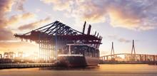 Container Schiff  Hamburg Hafen