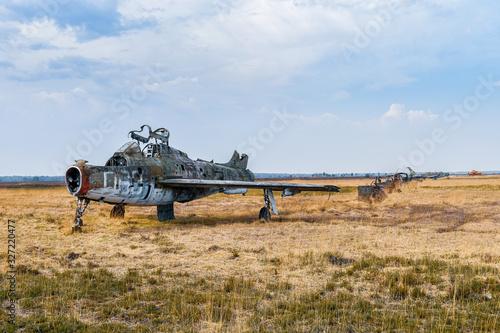 Avion militaire dans un champ Canvas Print