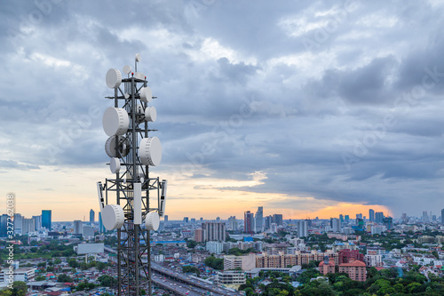 Valokuvatapetti Telecommunication tower with 5G cellular network antenna on city background