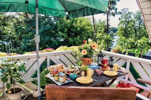 idylle mit frühstück auf dem balkon Fototapeta