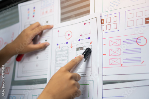 Photo woman design engineer for ux architect template framework layout developer project mobile application on wall paper work in office with pen