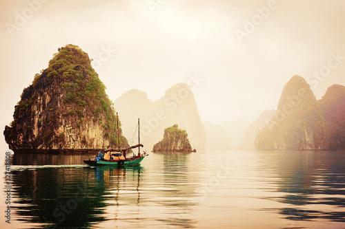 Fishing boat Ha Long Bay Vietnam at sunset Fototapete