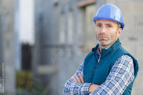 Foto portrait of a serious construction worker