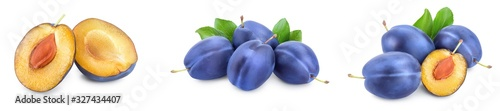Fotografie, Obraz fresh blue plum with leaves isolated on white background