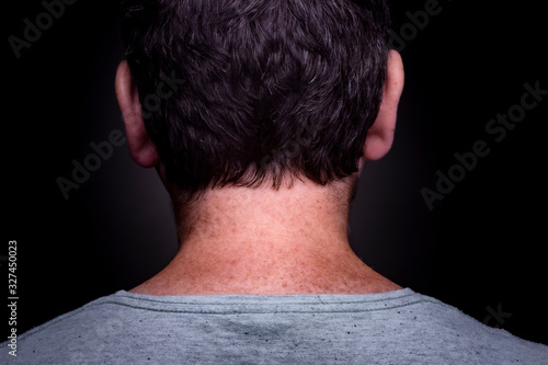 Photo Anonymous caucasian male with short brown hair and grey green shirt on and freck