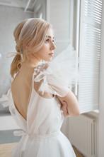 Luxurious White Wedding Dress ...