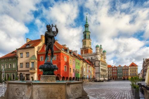 Obraz Stary Rynek i ratusz w Poznaniu - fototapety do salonu