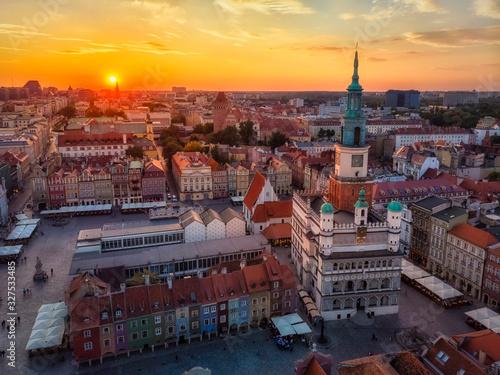 Obraz Zachód słońca nad Poznaniem, Stary Rynek i ratusz - fototapety do salonu