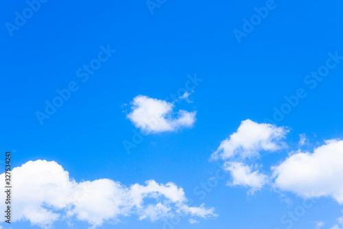 Photo 淡い青空と白い雲