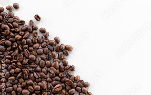 Obraz coffee bean on white background - fototapety do salonu