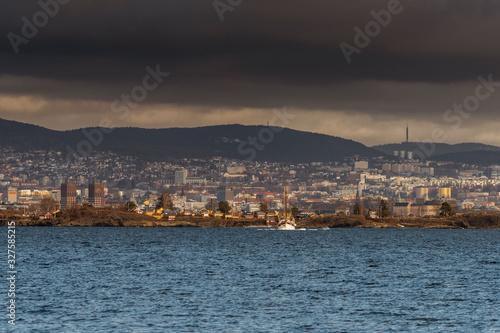 Fototapeta Widok na Oslo stolicę Norwegii z miasta Nesoddtangen obraz